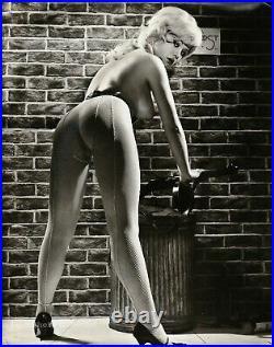 1962 Original VICKI KENNEDY Female Nude w Gun Bond Girl RUSSELL GAY Silver Photo