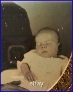 Antique American Father Baby Post Mortem Museum Quality Rare Daguerreotype Photo