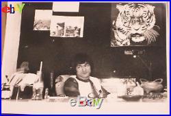 Bruce Lee VINTAGE Original Set THE MAN THE LEGEND 12 photographs Ultra Rare