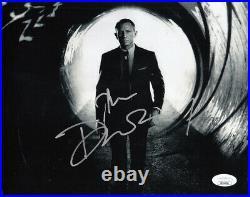 Daniel Craig autographed signed James Bond 007 Skyfall movie 8x10 B&W photo JSA