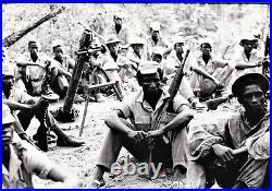 Large vintage photo soldier Guinea Bissau Portugal war by Gilles Caron 1968 foto