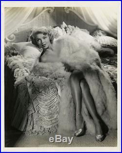 Leggy Pin-Up Glamour Goddess Lana Turner 1943 Provocative Vintage Photograph NR