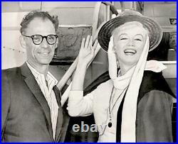 Marilyn Monroe 1960 Vintage Press Photo Arthur Miller Candid Date Stamp Snipe AP
