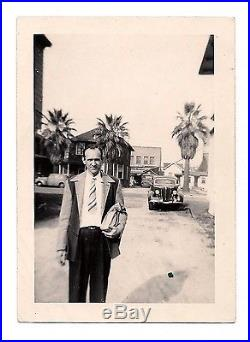 OLD VINTAGE PHOTO 1940s YOUNG MAN WALKING with BAG IN BACKSTREET ALLEY