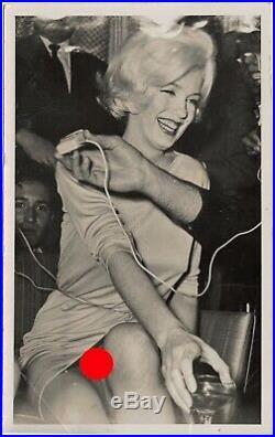 RARE Marilyn Monroe USO Vintage Press Photo Bottoms Up up-skirt photo
