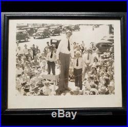 ROBERT WADLOW TALLEST MAN EVER & MIDGET at PUBLIC EVENT 1930s VINTAGE PHOTO