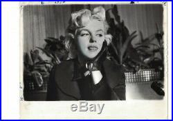 Vintage Marilyn Monroe April 1957 Graphic House Photo