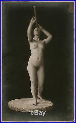 Vintage Photo Of Nude Model In Art Class