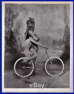 Vintage large photo Marylin Monroe by Avedon Life magazine cycle wheel foto 1958