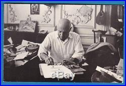 Vintage photo artist cubist surrealist painter Pablo Picasso drawing foto c 1965
