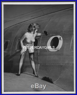 Ygst-0225 Original Vintage B/w 8x10 1960's Nude On Airplane By Elmer Batters #2